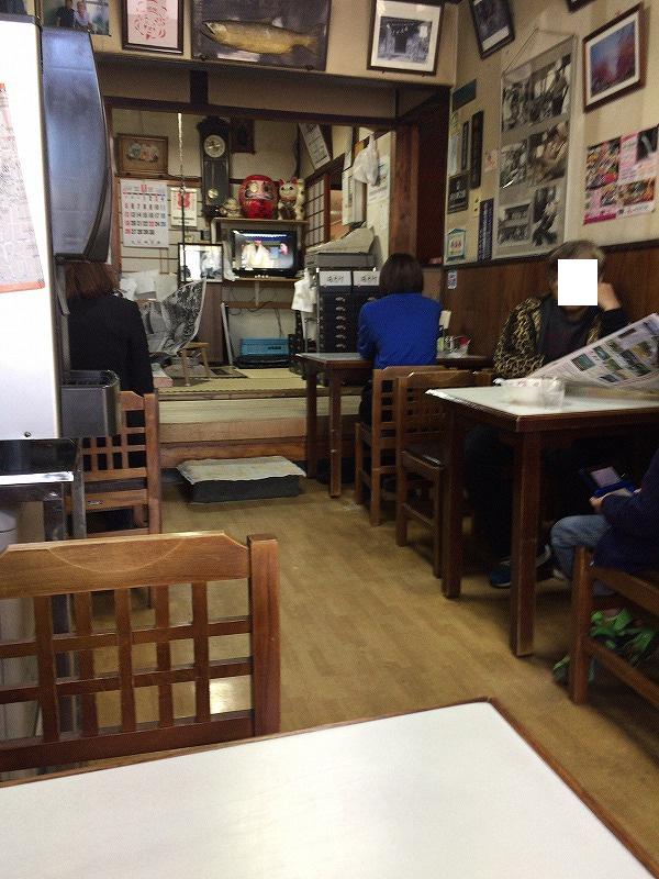 まこと食堂の店内