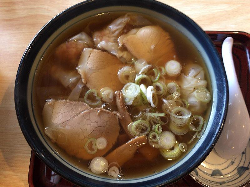 満月のワンタン麺