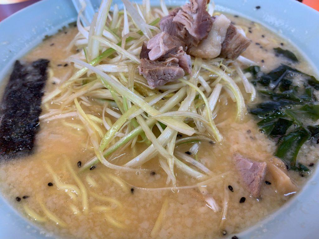 トロッとした豚骨スープベースで最高に美味い!