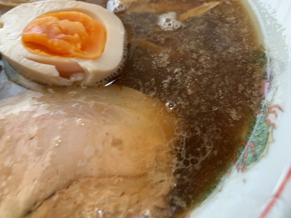 動物系と魚介系の絶妙なバランスの美味しいスープ!