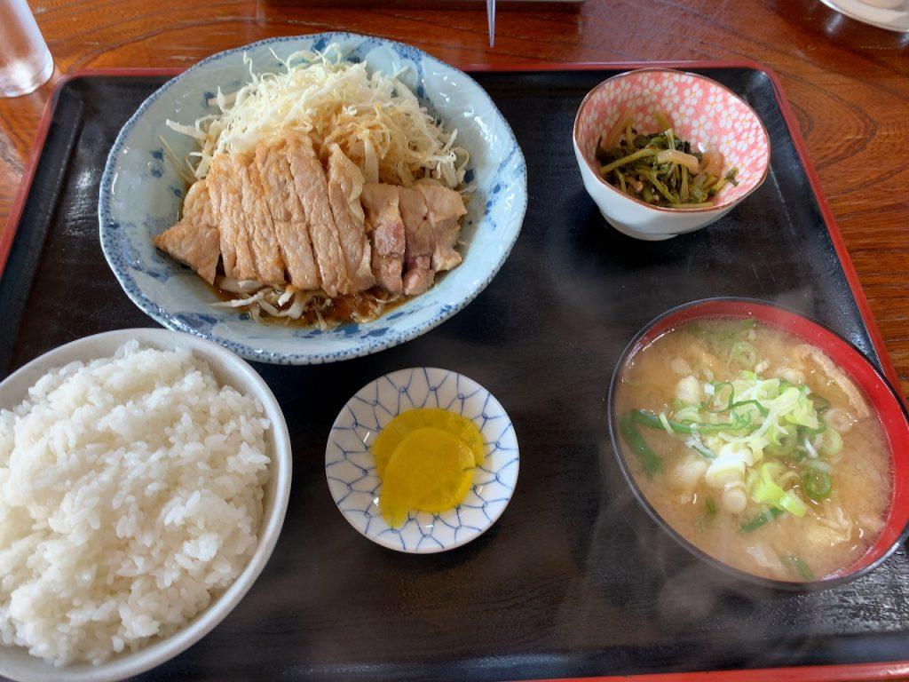 八号線食堂の焼肉定食+豚汁