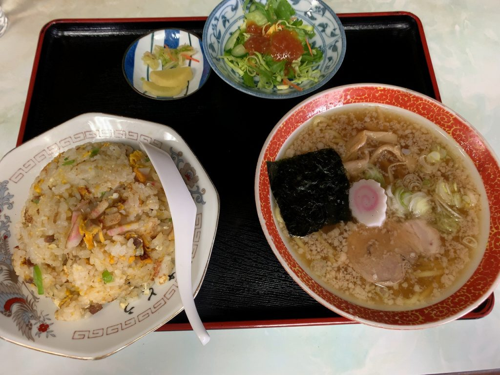 チャーハンセット950円。