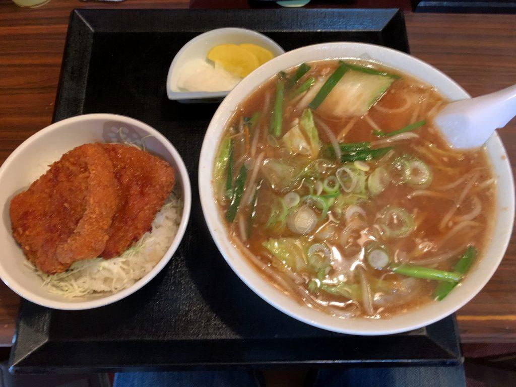 三条市 割烹食堂 福泉 味噌ラーメン・カツ丼セット。