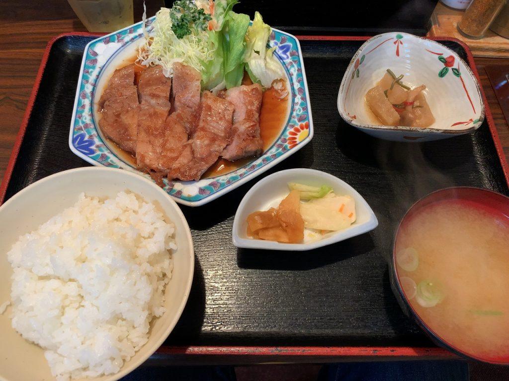 生姜焼き定食850円。