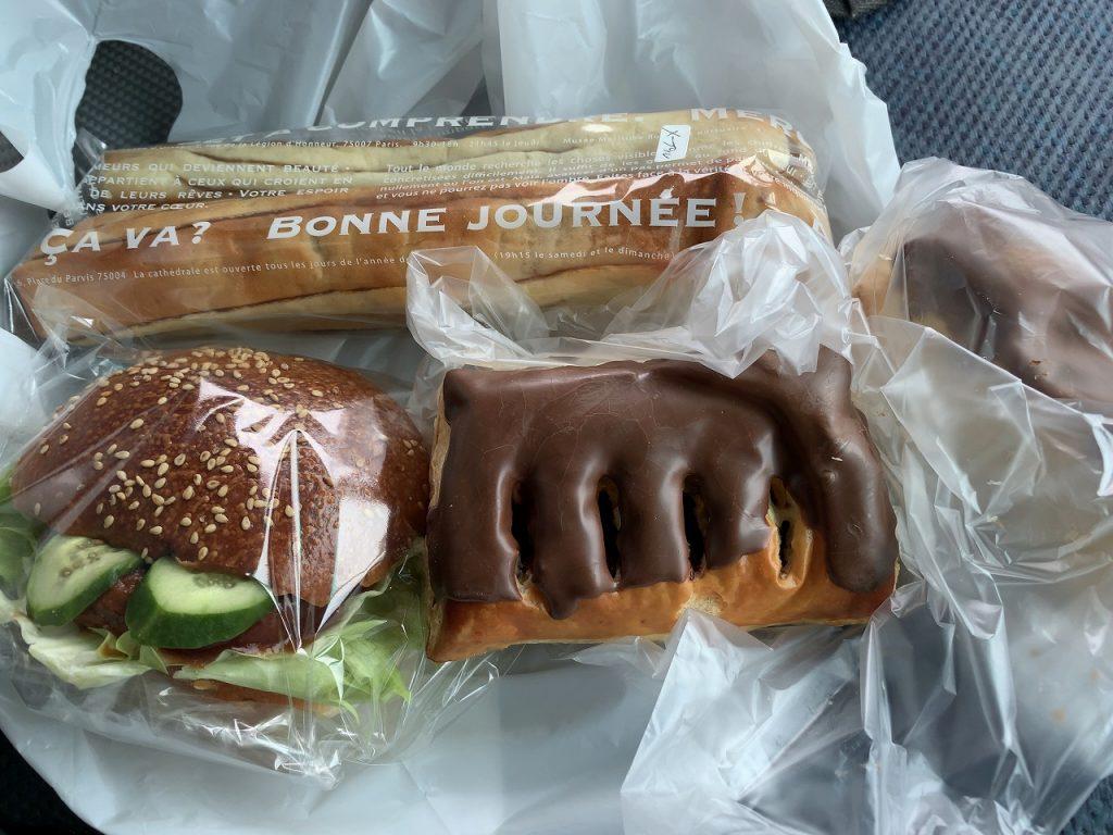 バーガーと菓子パン類