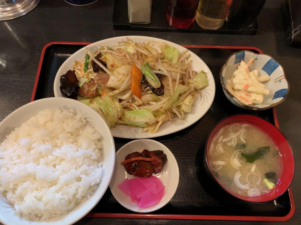 野菜炒め定食830円。