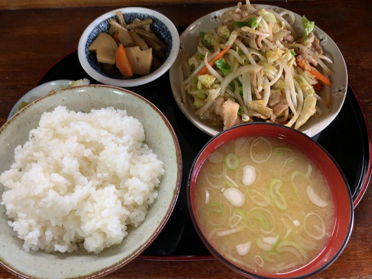 肉野菜炒め定食。